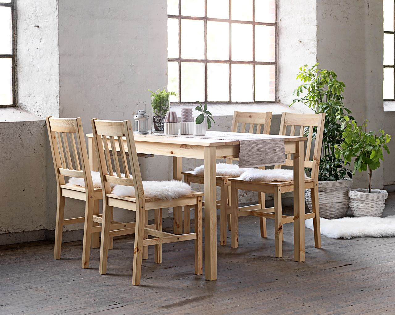 Table 4 Chairs TYLSTRUP Pine