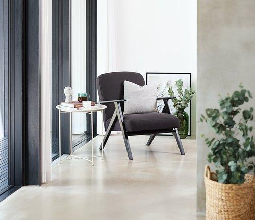 Fotelja SADDERUP tamnosiva